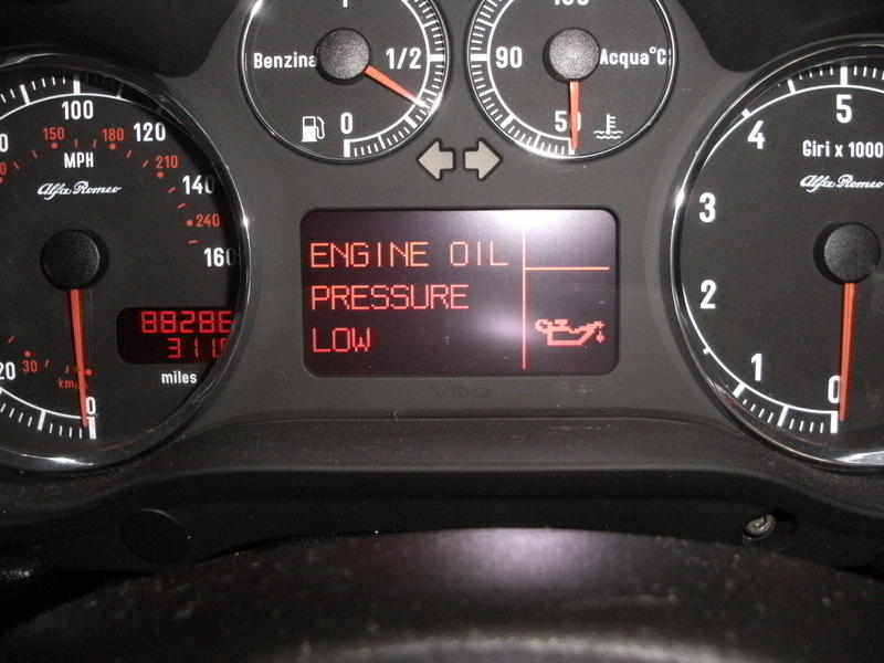 Checking Your Oil Pressure : low engine oil level warning light - azcodes.com